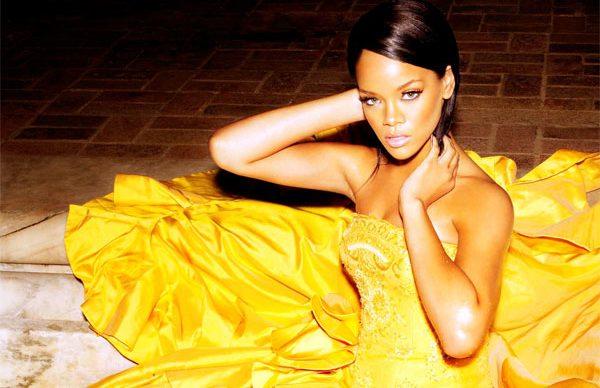 Rihanna'nın parfümü yok satıyor