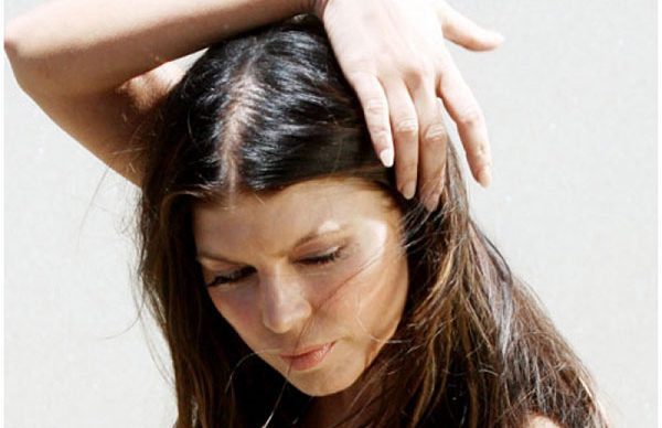 Kadınların saçları neden dökülür?
